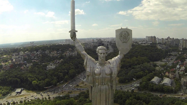 украинская статуя Родина-мать вид сверху фото