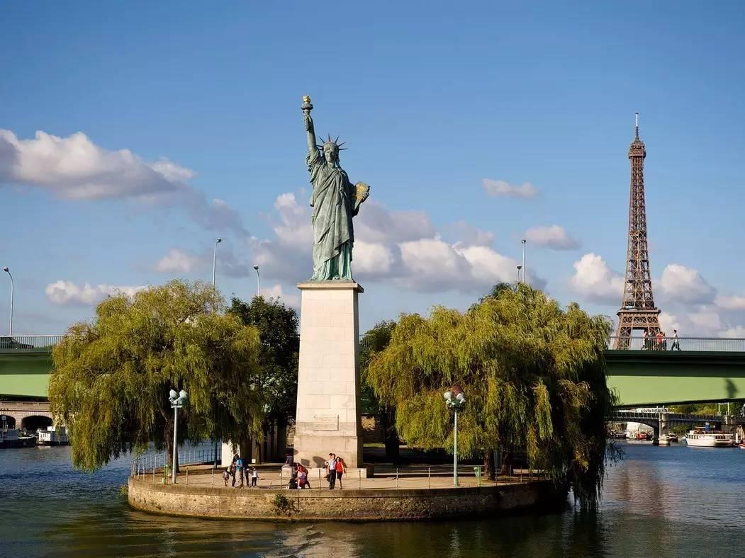 фото Статуи Свободы во Франции