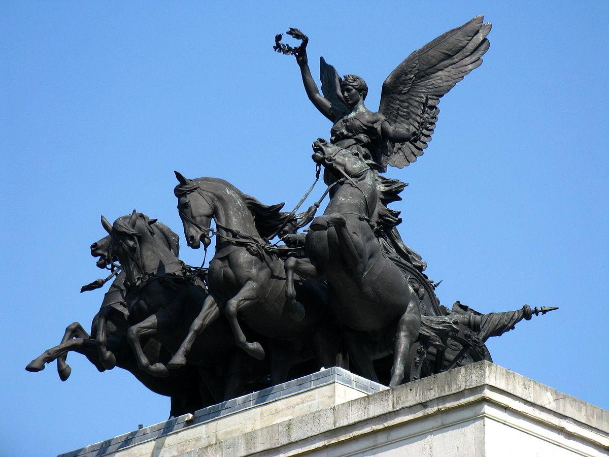фото скульптуры над Аркой Веллингтона