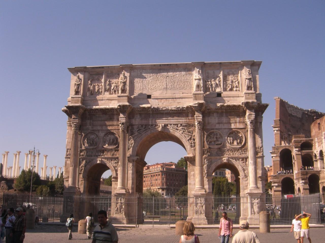 элемент верхней части арки Константина фотография
