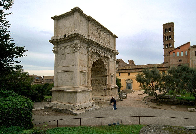 фото фасада триумфальной арки Тита в Риме