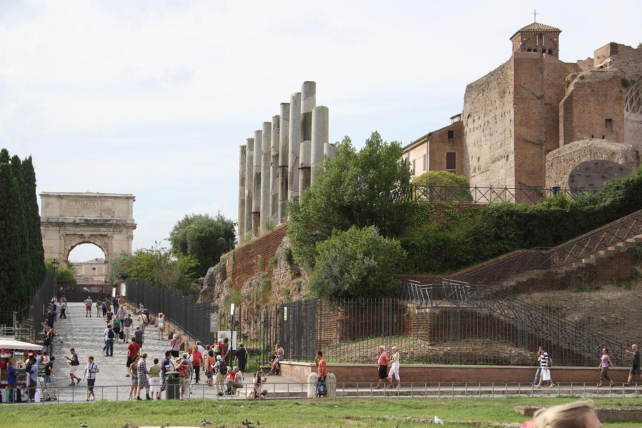 фото вида на арку Тита в Риме
