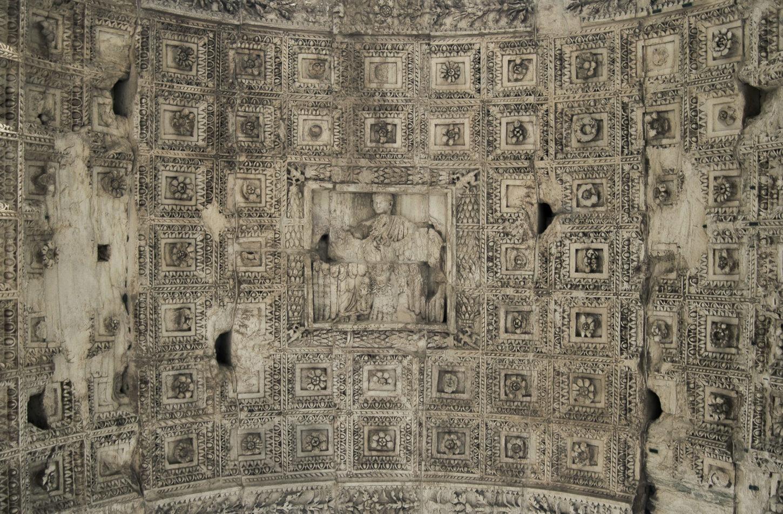 рельеф на своде триумфальной арки Тита фотография