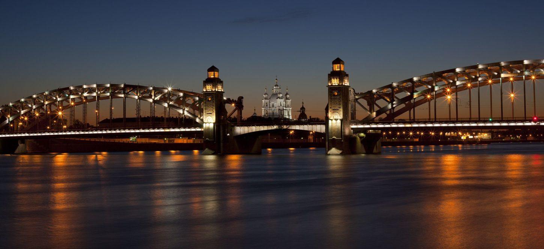 вид на Большеохтинский мост в Санкт-Петербурге фотография