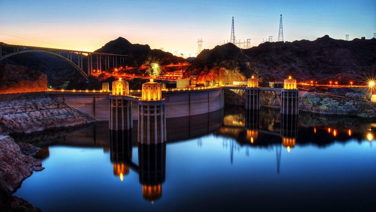 вечерний вид плотины Гувера фото
