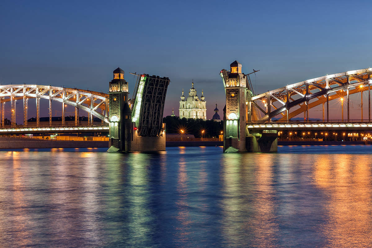 фото разводки Большеохтинского моста
