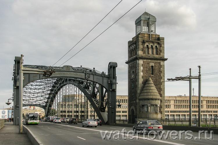 башни Большеохтинского моста фотография