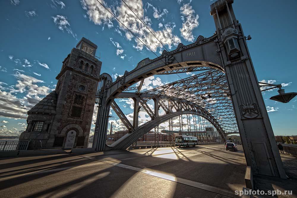 фотография на Большеохтинском мосту