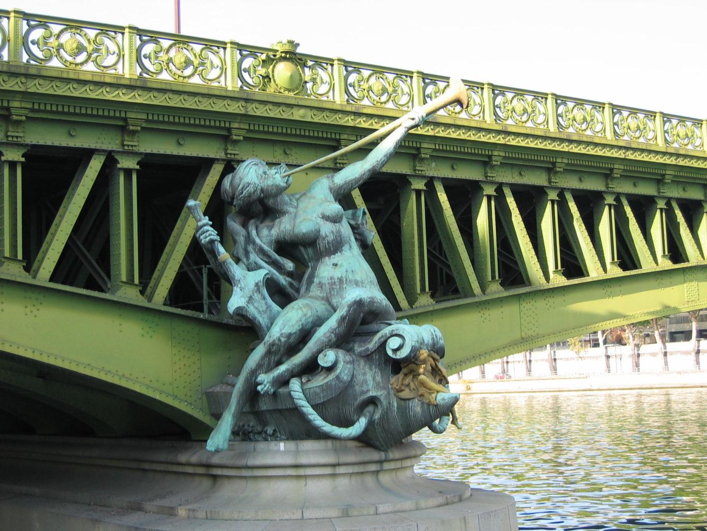 статуя Город Париж на мосту Мирабо фотография