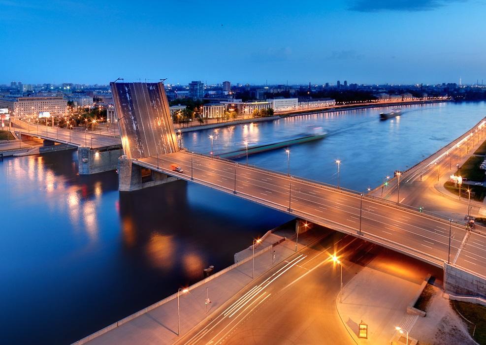 развод Володарского моста в Санкт-Петербурге фотография