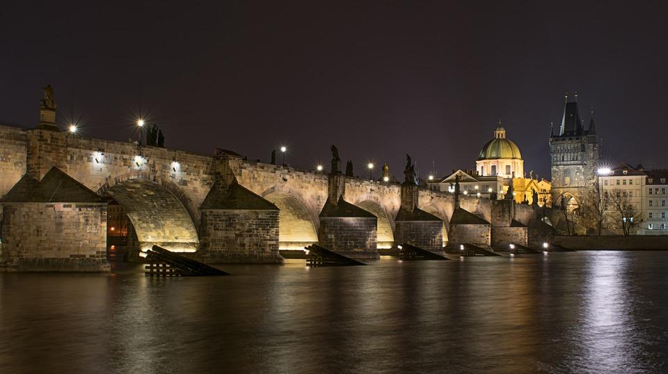фотография Карлова моста ночью