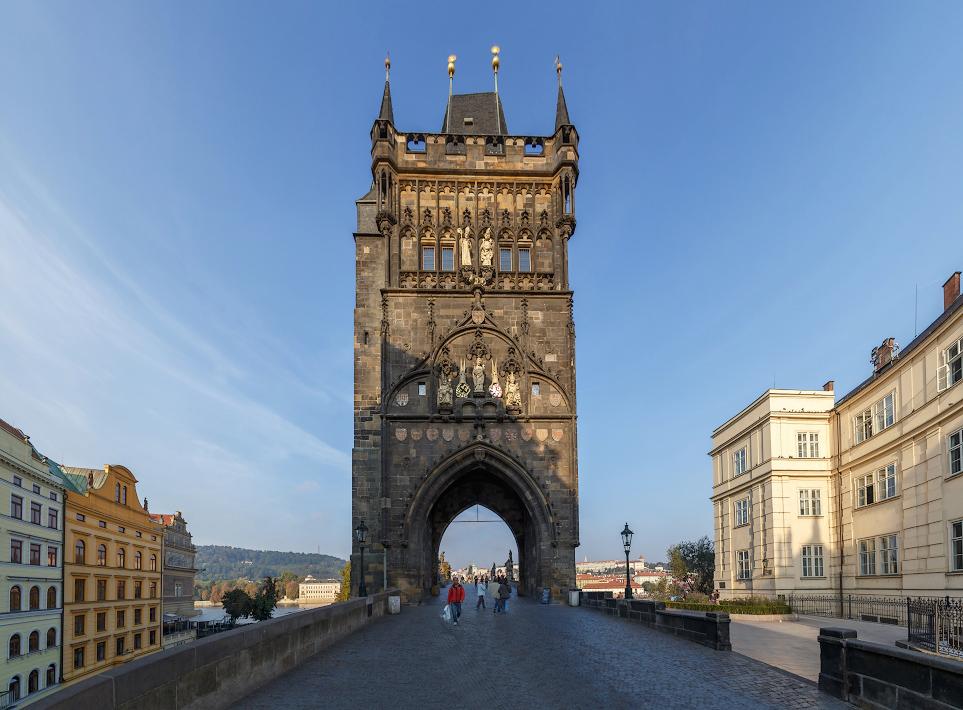 фото вида на Староместскую башню Карлова моста