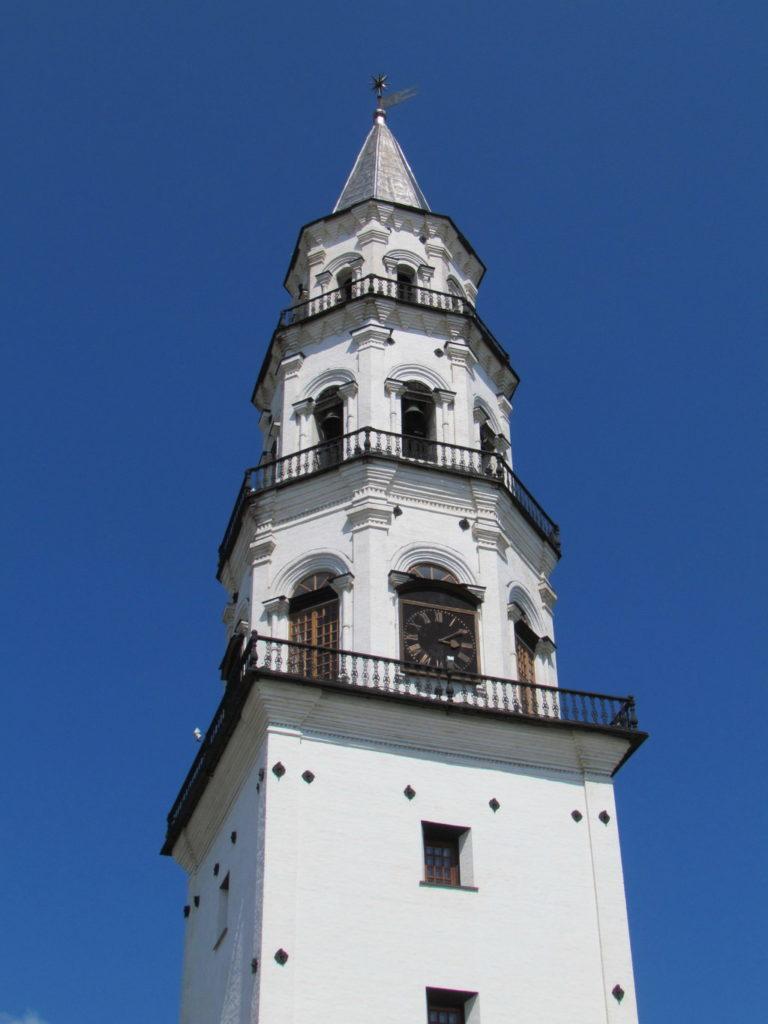 фотография верхней части Невьянской башни