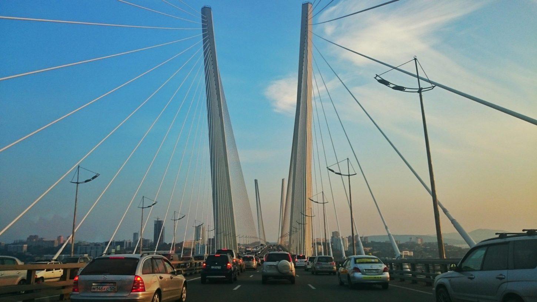 дорожное полотно владивостокского Золотого моста фото