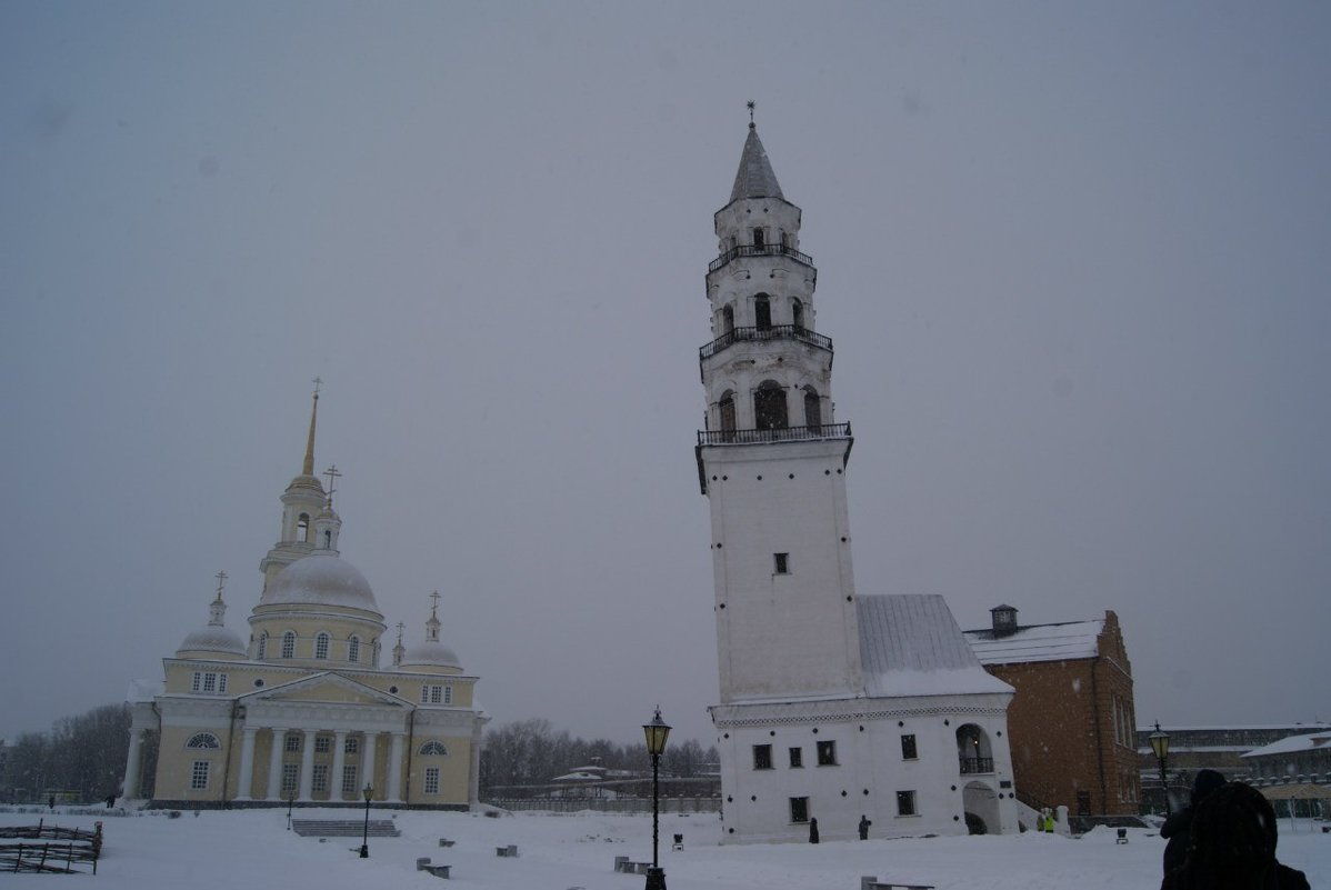 фотография вида на наклонную башню в Невьянске