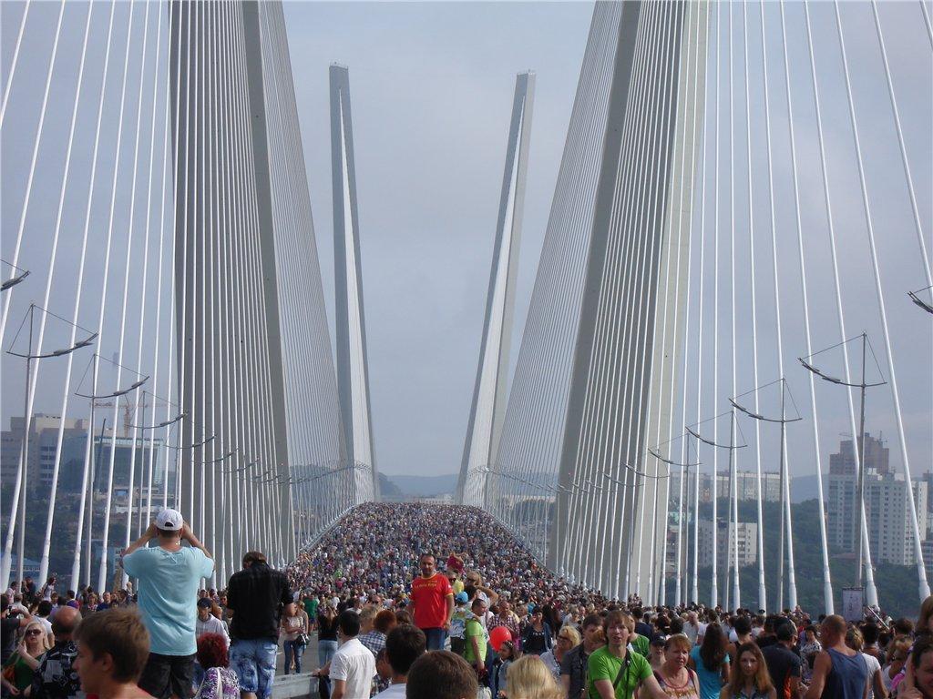 фото открытия моста Золотой Рог во Владивостоке
