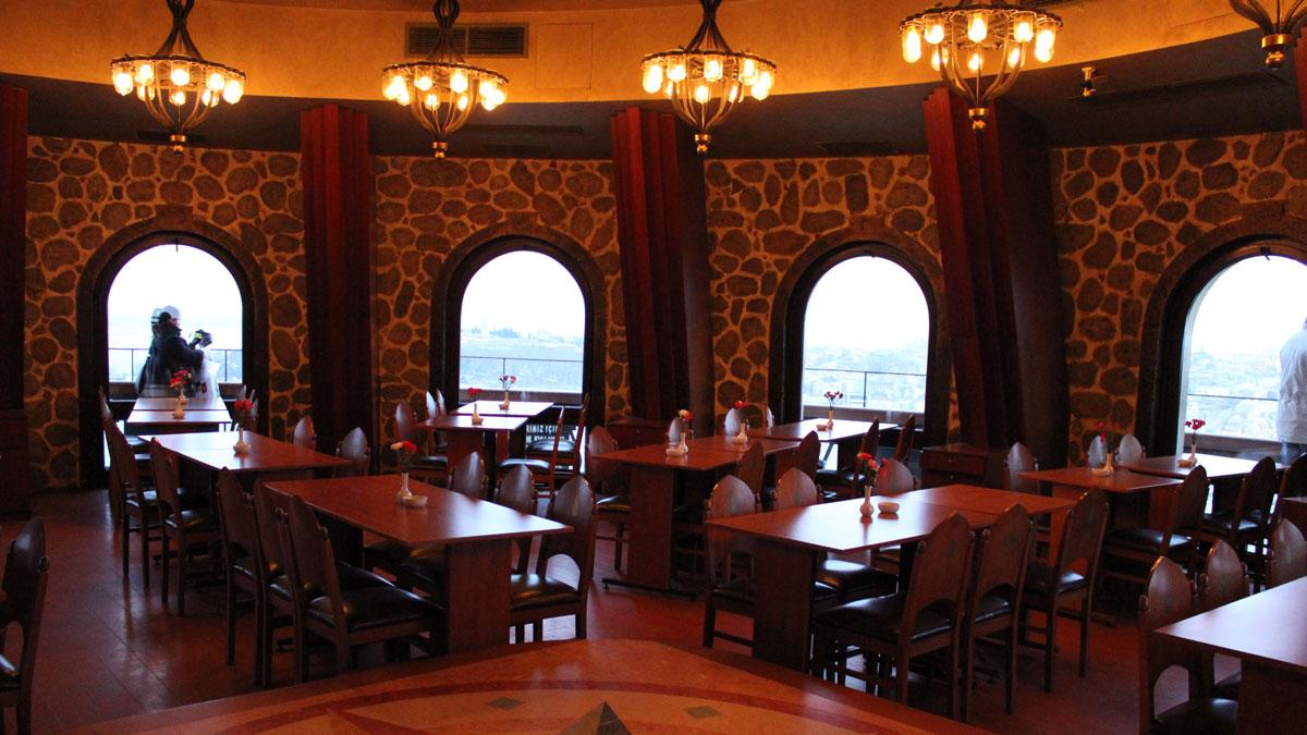 фото ресторана внутри Галатской башни в Турции