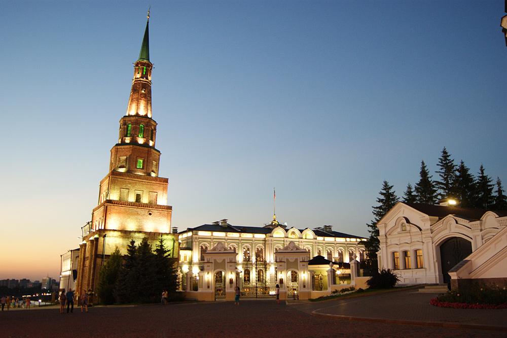 подсветка башни Сююмбике фотография