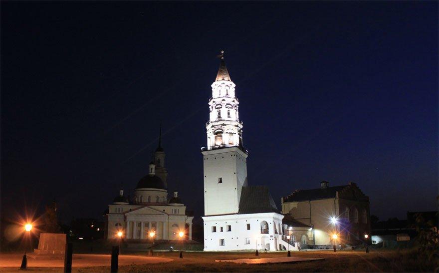 фото ночной подсветки Невьянской башни