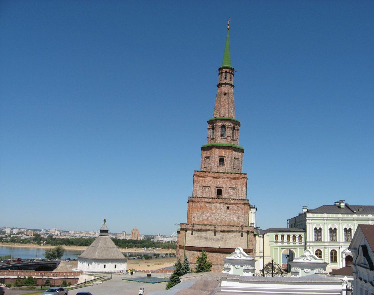 фото наклона башни Сююмбике