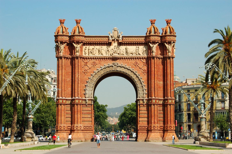 фото Триумфальной арки в Барселоне