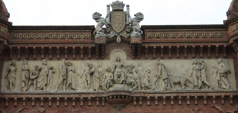 скульптура на барселонской Триумфальной арке Барселона приветствует нации фото