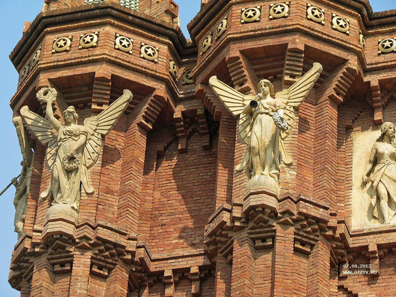 скульптура Вознаграждение Триумфальная арка в Барселоне фотография