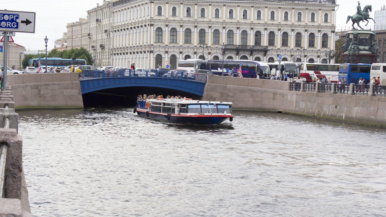 Синий мост в Спб и река Мойка фото
