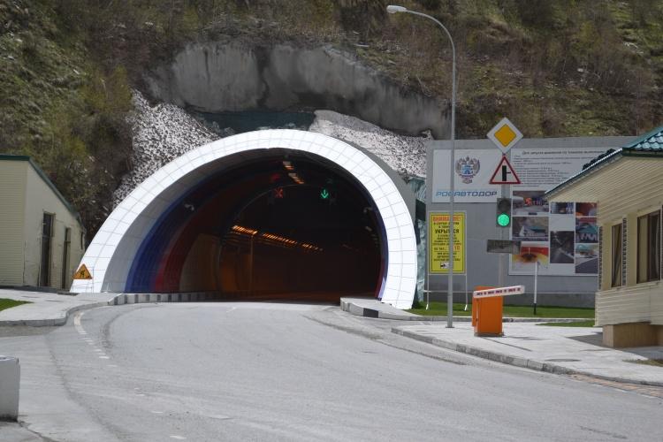фото выезда из рокского тоннеля