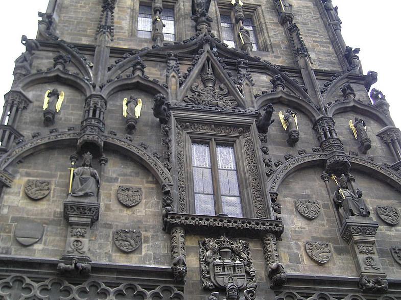 фото элемента декора пражской Пороховой башни