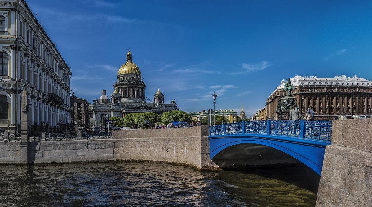 Синий мост в Санкт-Петербурге ночью фотография
