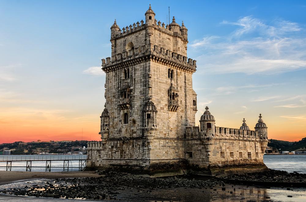 вид на Беленскую башню в Португалии фото