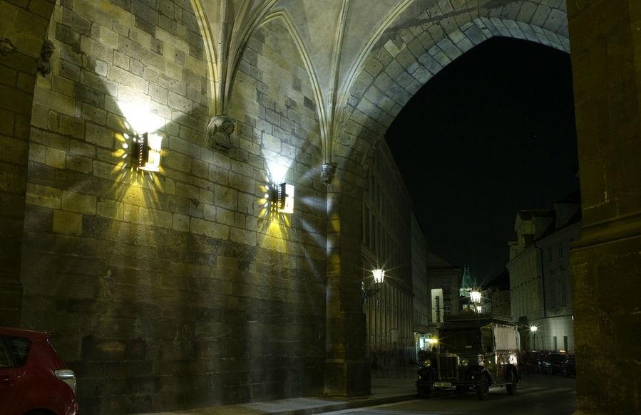 фото Пороховых ворот в Праге внутри