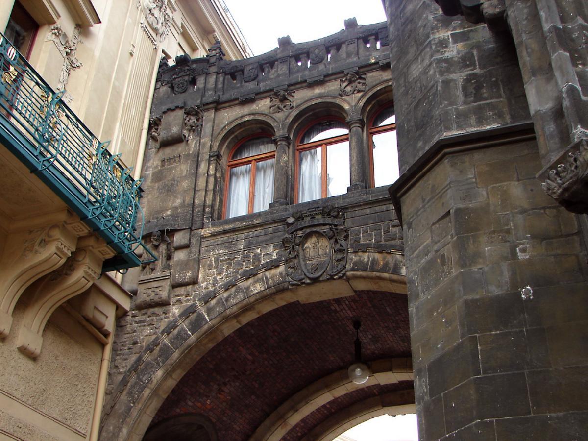 фото декора пражской Пороховой башни