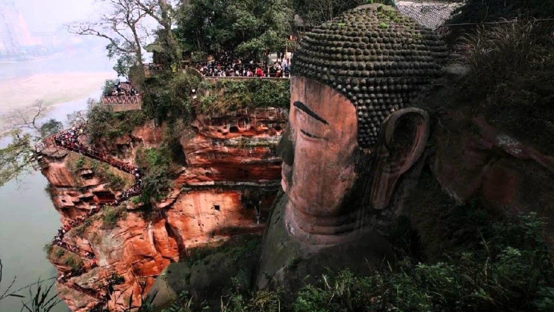 Будда в Лэшане вид вблизи фотография