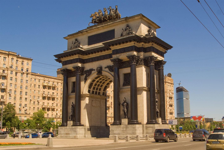 Триумфальная арка в Москве вид снизу фото