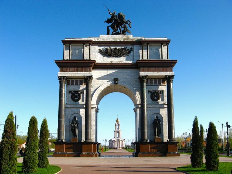 фото Триумфальной арки в Курске