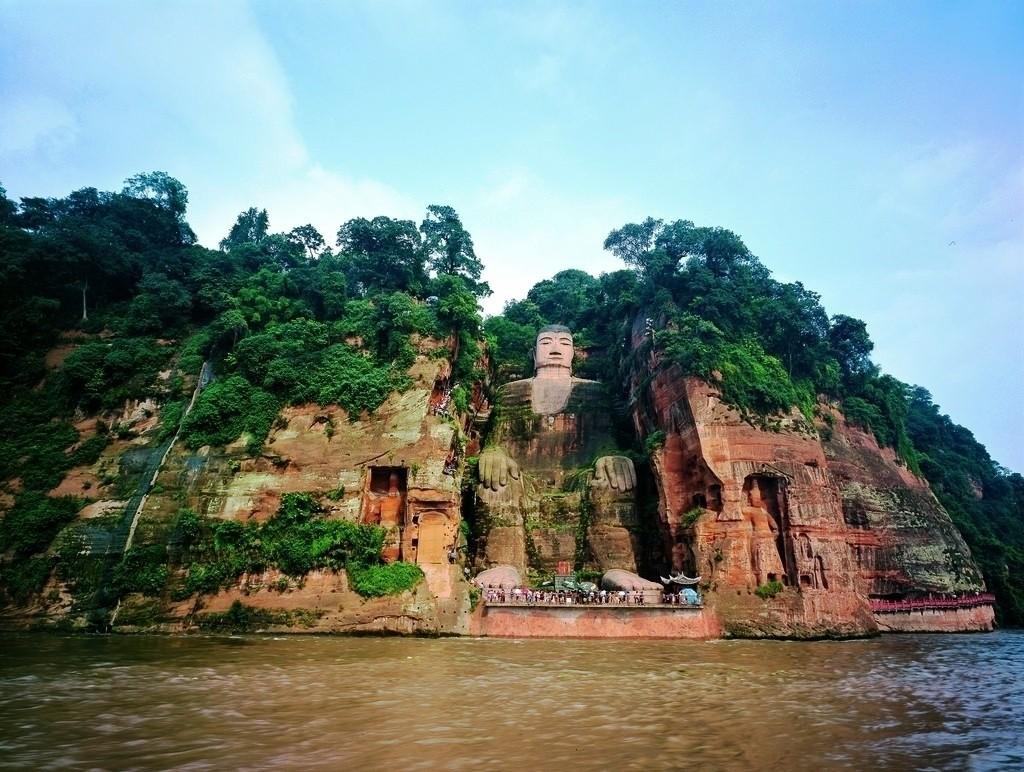 фото статуи Будды в Лэшане