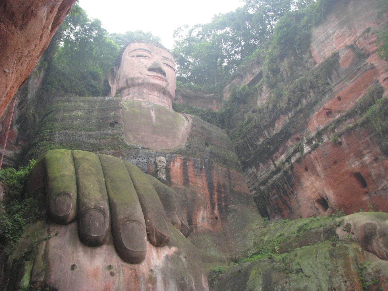 фото руки статуи Будды в Лэшане