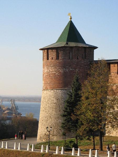 фото вида вблизи на Коромыслову башню