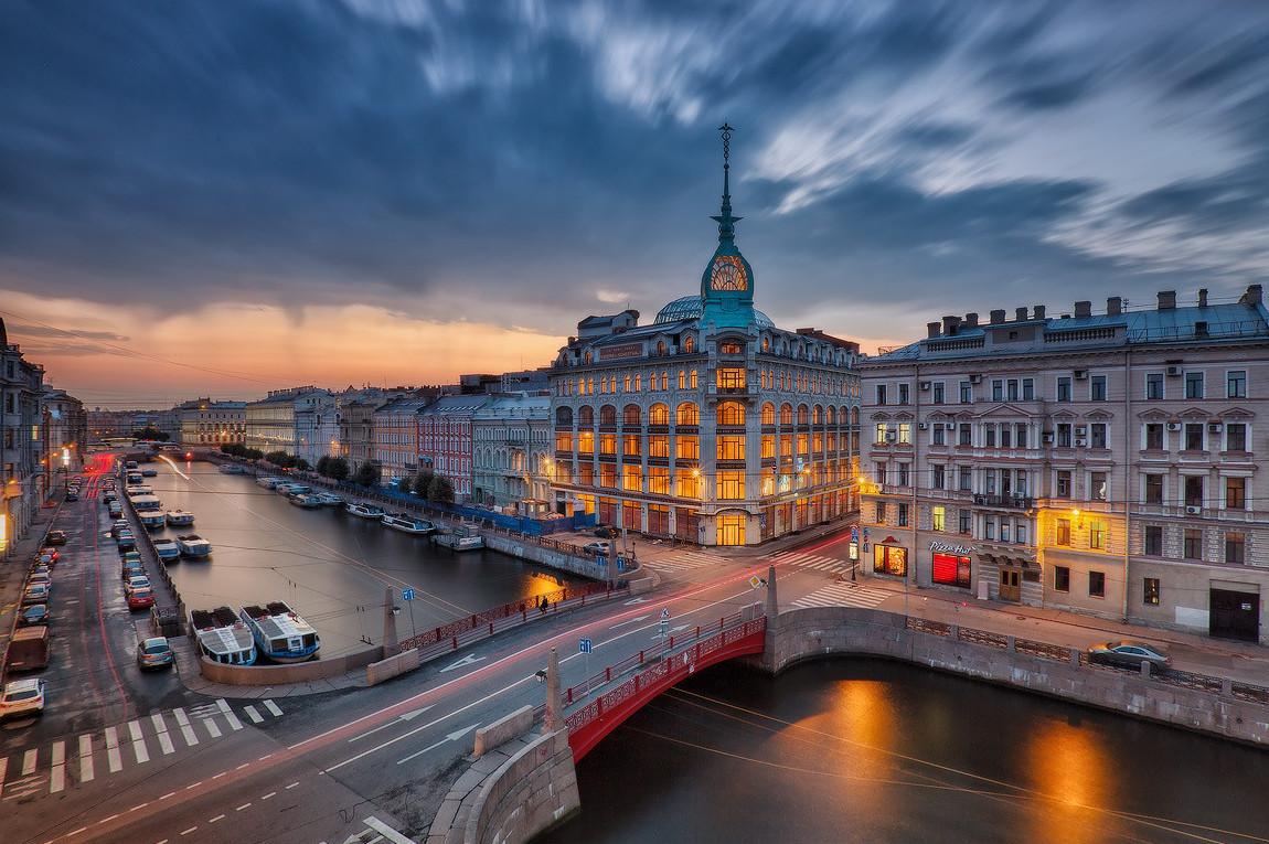 фото вида сверху на Красный мост в Петербурге