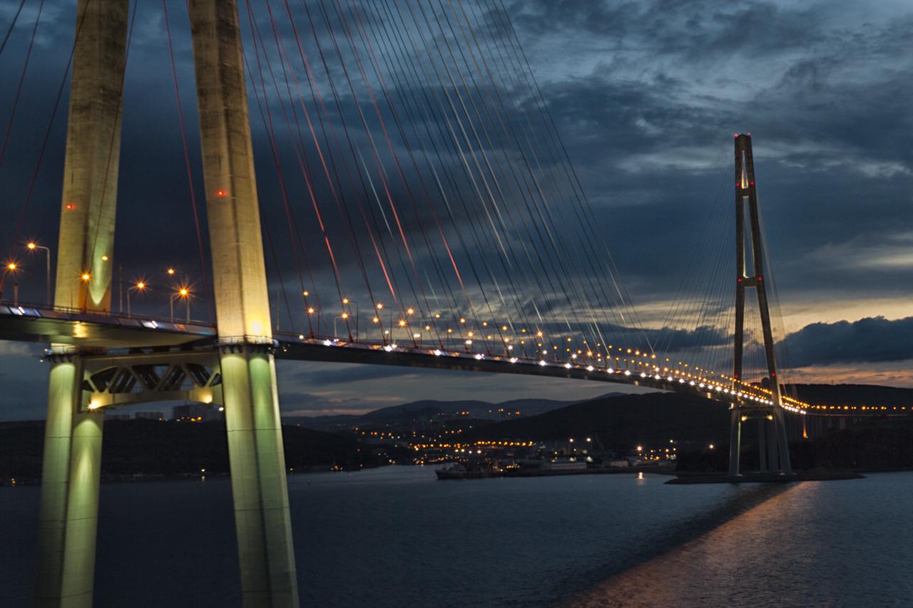 фото вида на Русский мост
