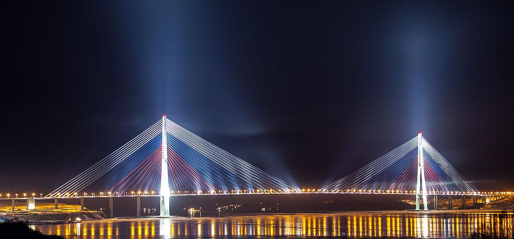 фото Русского моста ночью