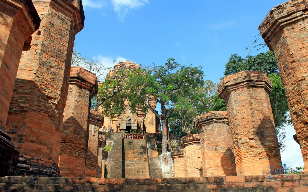 фото вида на Чамские башни в Нячанге