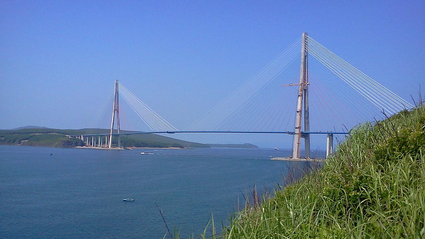 вантовый мост на остров Русский во Владивостоке фото