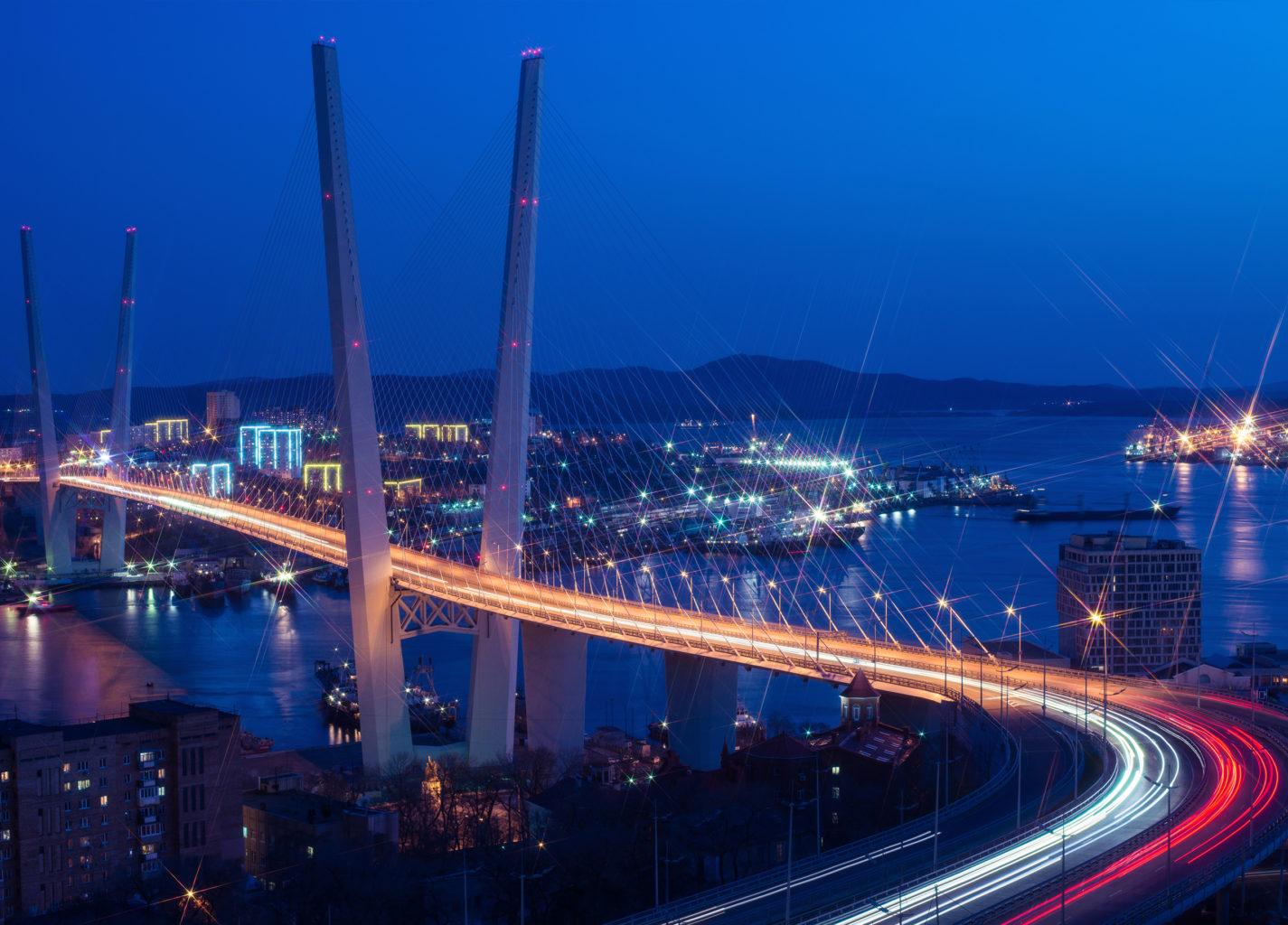 на мосту Русский во Владивостоке фотография