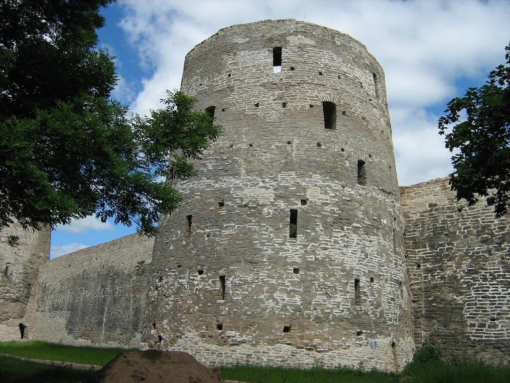 фотография башни Рябиновка Изборвской крепости