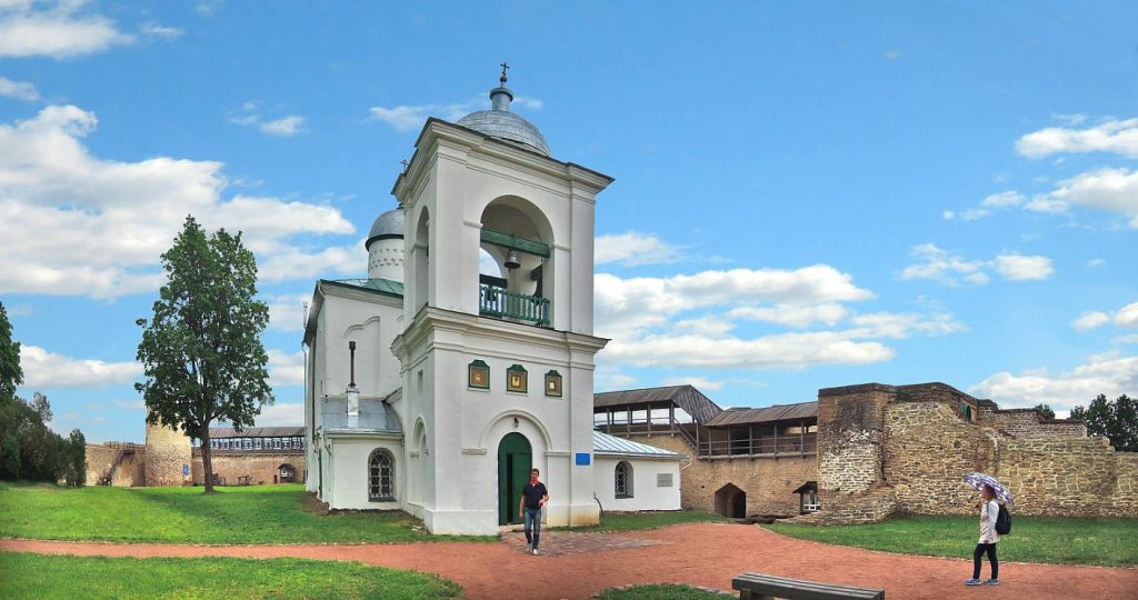 Никольский собор крепости в Изборске фотография