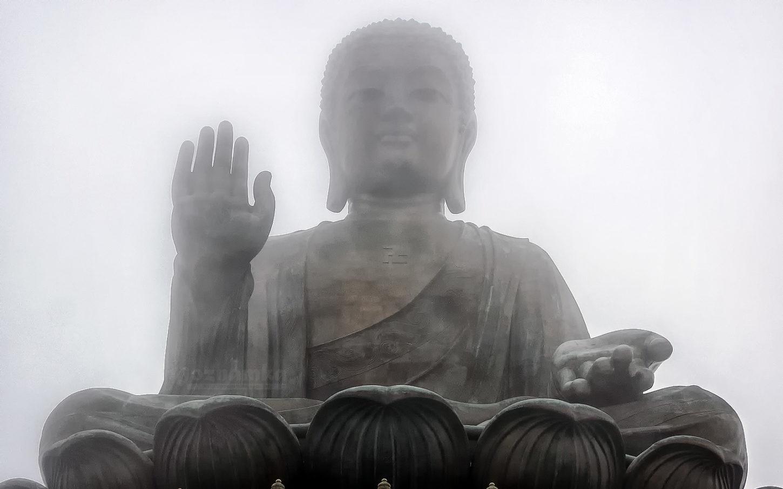 статуя Большого Будды вид снизу фотография