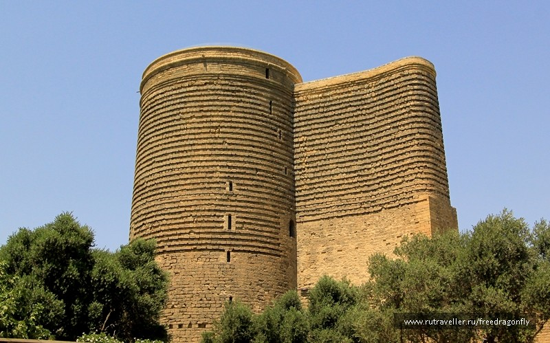 вид на Гыз Галасы в Баку фотография